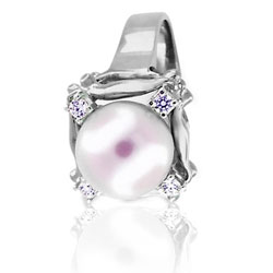 18kt White Gold Ring featuring Diamonds and One Beautiful Pearl