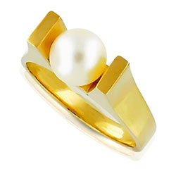Modern Pearl Ring 14kt Yellow Gold
