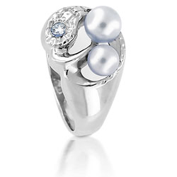 18kt White Gold Unique Pearl and Diamond Ring