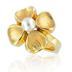 14kt Yellow Gold Pearl Pretty Ring
