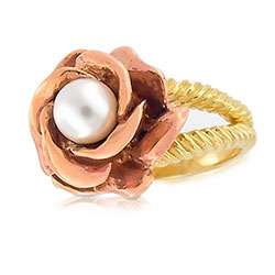 Beautiful 18kt Yellow/Red Pearl Rose Ring